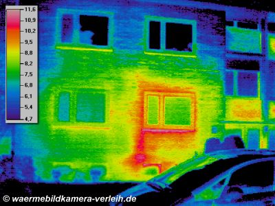 Geb&auml;ude, thermographische Aufnahme: hohe Verluste um und unter Fenster - W&auml;rmebildkamera Haus waermebildaufnahmen